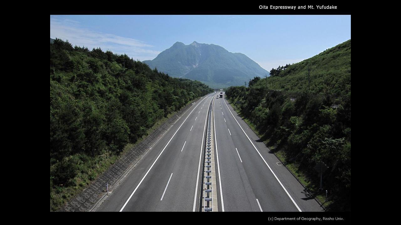 大分自動車道と由布岳
