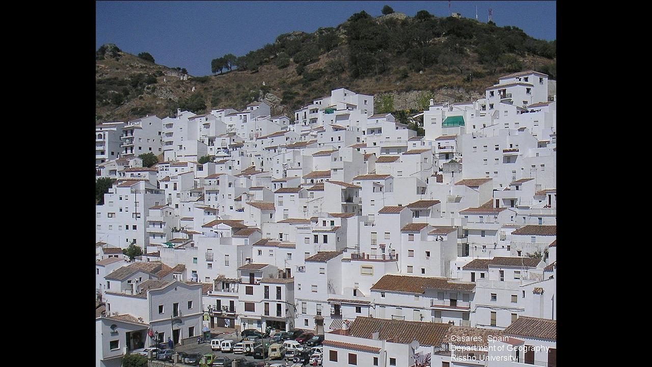 カサレスの白い街