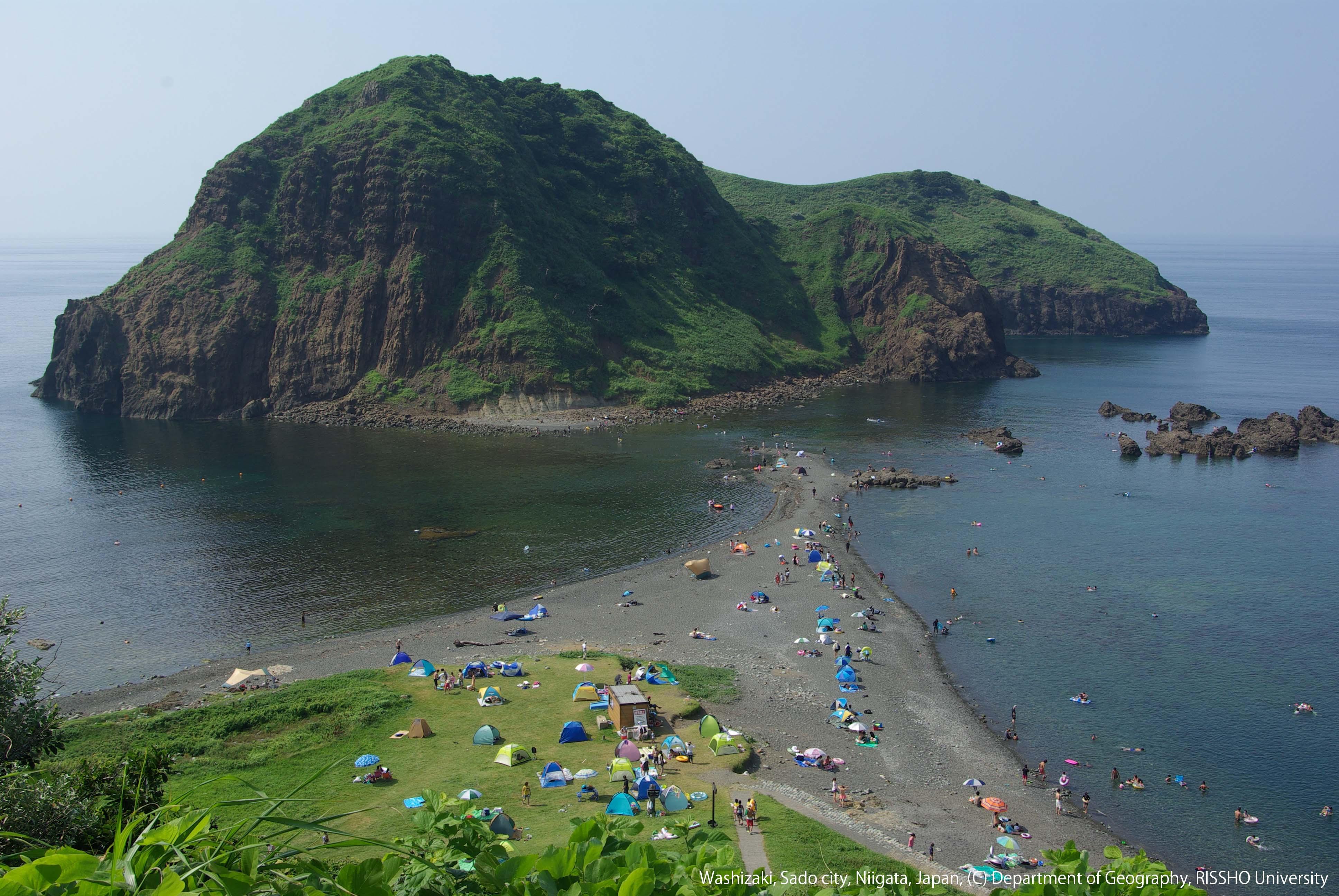 佐渡島二ツ亀に形成されたトンボロ