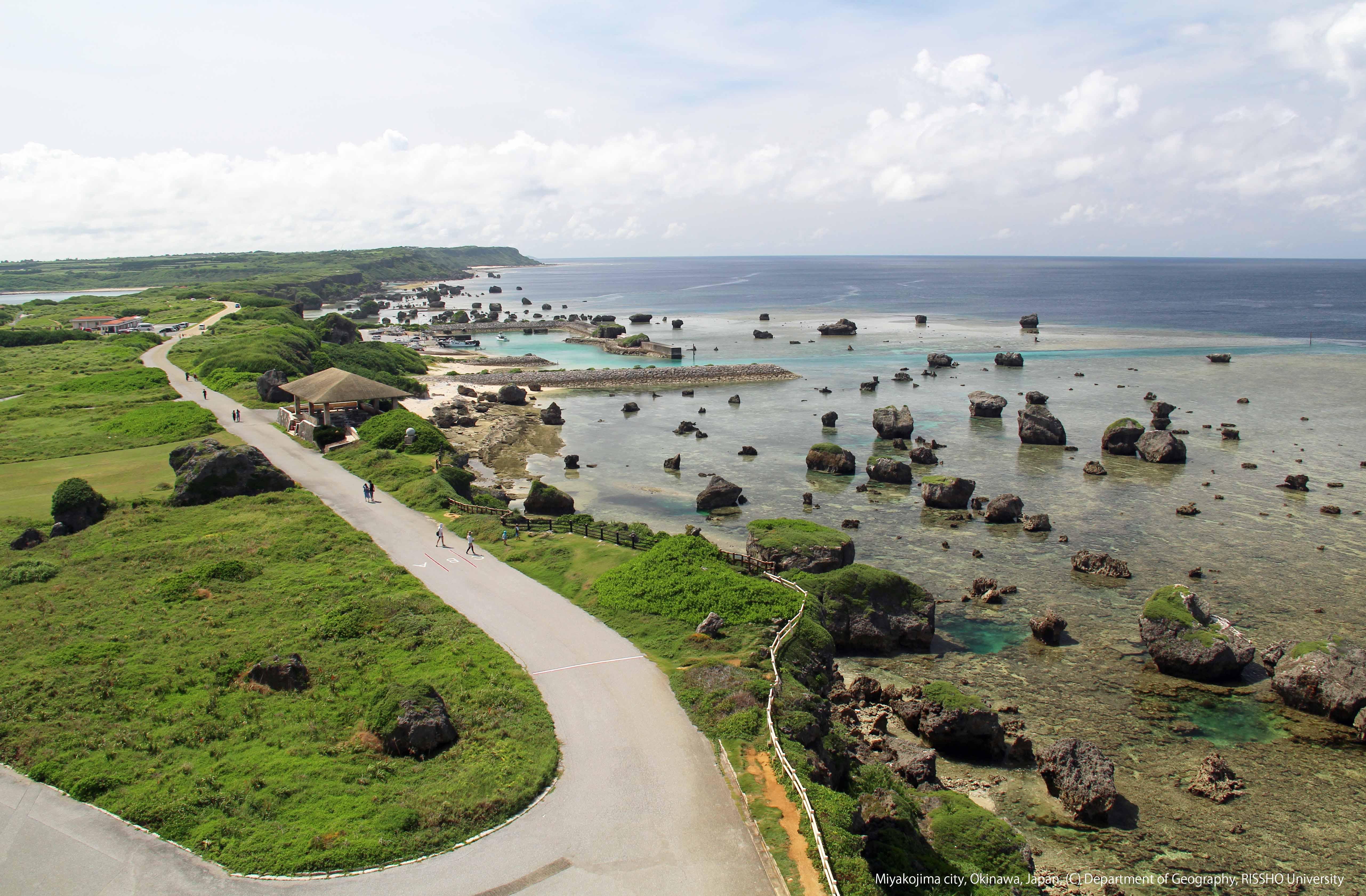 沖縄県宮古島、東平安名崎付近の海岸地形と津波石