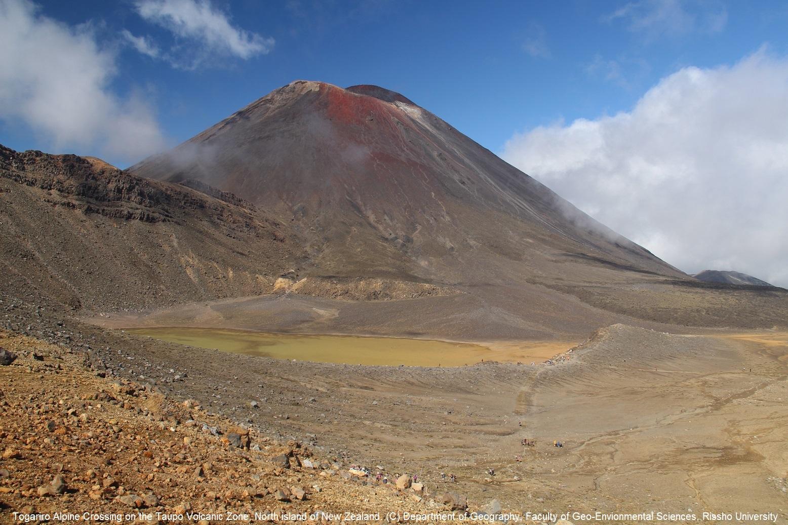 ニュージーランド北島,タウポ火山帯のトンガリロ国立公園を歩く