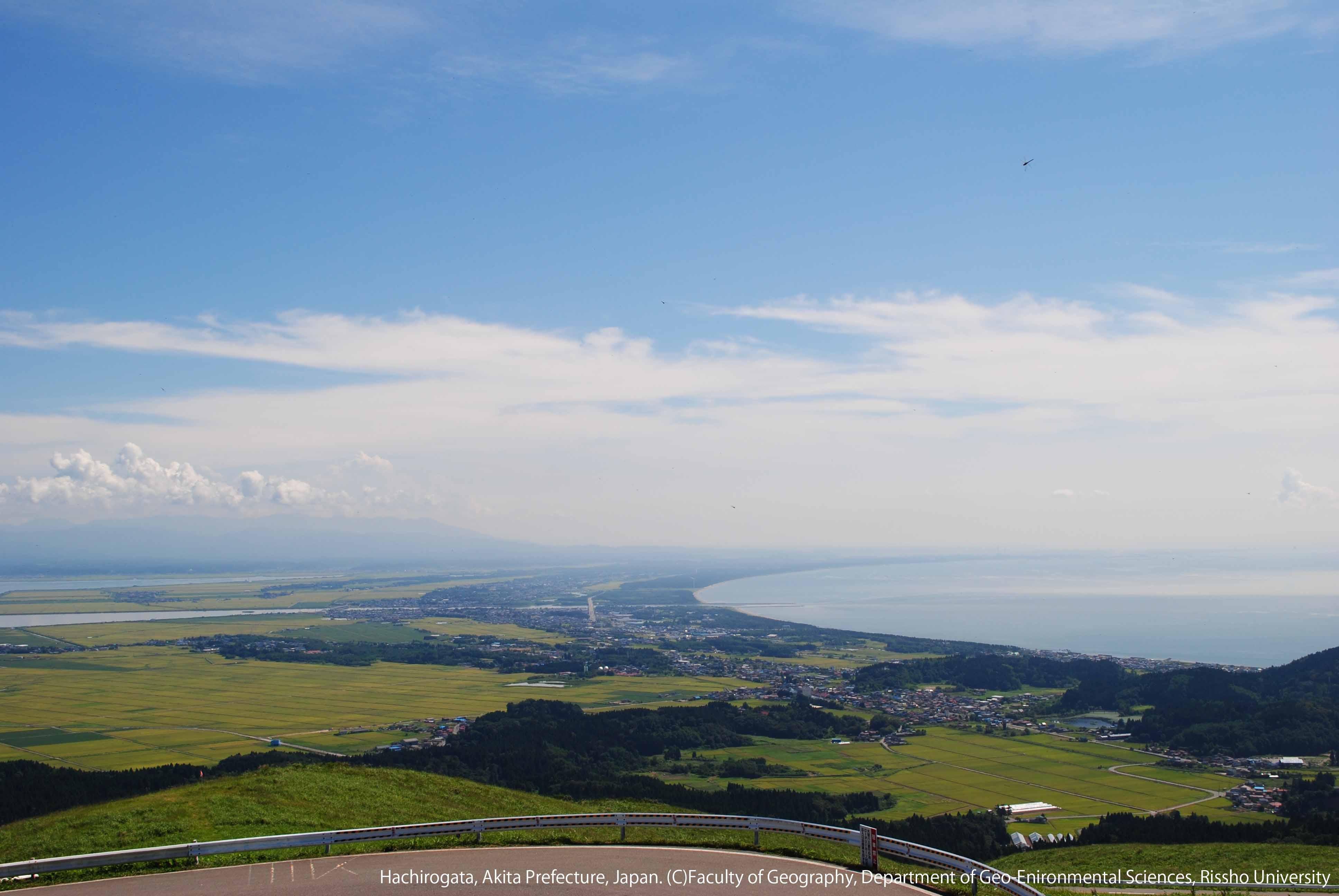 寒風山から眺める秋の八郎潟と海岸砂丘