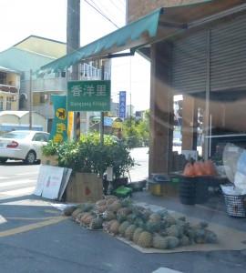 関廟の商店での路上販売