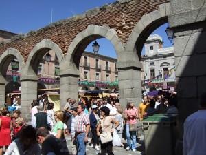 大勢の観光客で賑わう旧市街_サイズ調整